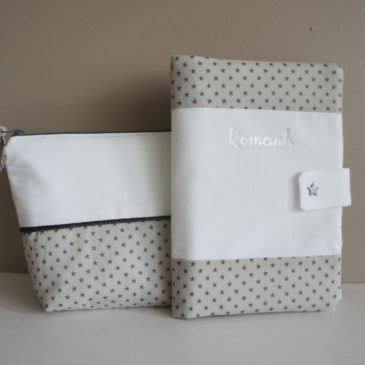 Trousse de toilette et protège carnet de santé pour Romanh