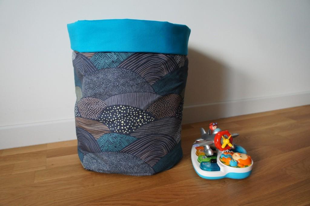 corbeille jouets pour thom lovelyoupi. Black Bedroom Furniture Sets. Home Design Ideas