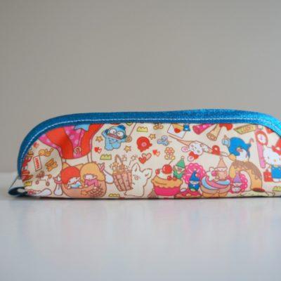 Petite trousse à stylos - devant avec Hello Kitty, Little Twin Stars entre autres