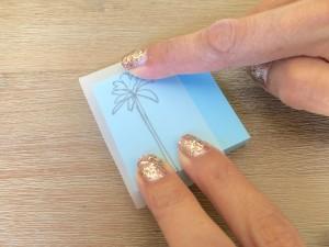 Création tampon : Décalquez le motif sur la gomme en appuyant bien dessus.