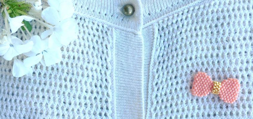 Tuto du petit nœud en relief en perles Miyuki Delicas