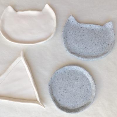 Déposez votre forme sur un papier cuisson et modelez la en relevant les bords aux doigts.