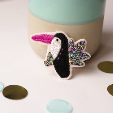 Tutoriel – Broche toucan brodé à paillettes
