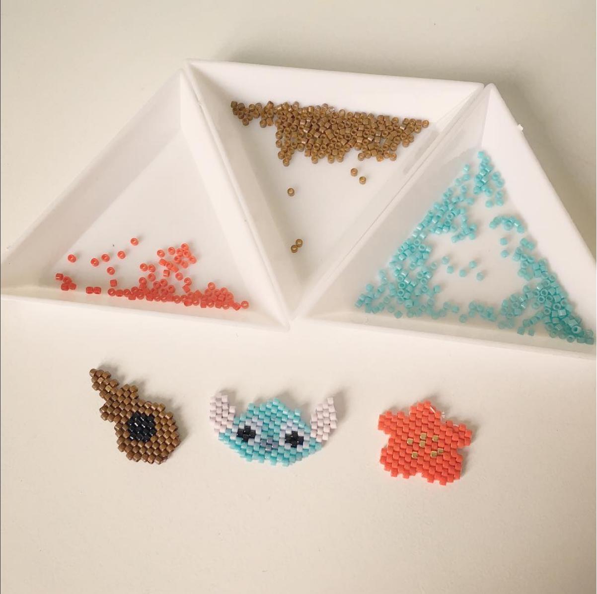 Stitch, Ukulele et Hibiscus